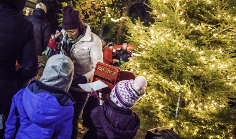 Southbourne-Christmas-Post-Box-Sirius-Art