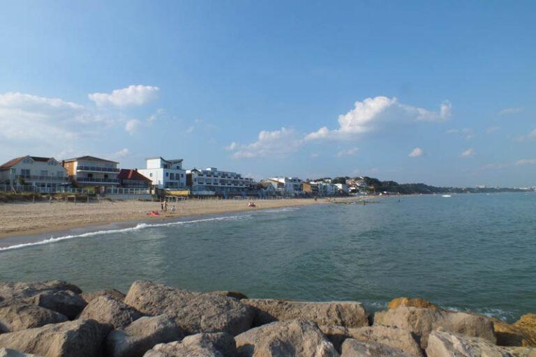 Sandbanks Beach 768x512